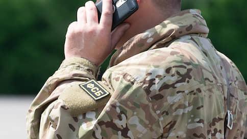 Контрразведчика засекли с включенным телефоном  / Из ФСБ увольняют за сотовую связь