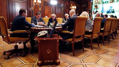 Белый дом требует пересчета умерших и объяснений губернаторов // Дмитрий Медведев раскритиковал реализацию социальных нацпроектов
