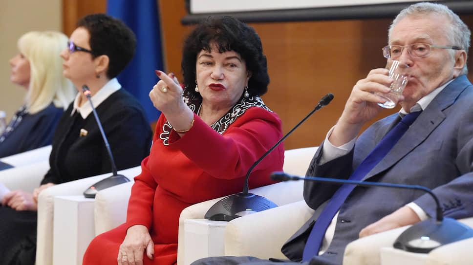 Председатель комитета Госдумы по вопросам семьи, женщин и детей Тамара Плетнева (в центре) сомневается, что «буксующий» с 2016 года законопроект внесут в ближайшие месяцы