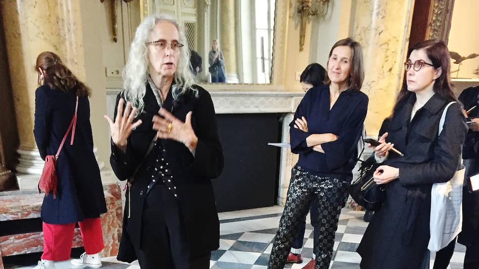 Кики Смит, которая привезла в Париж женщин и зверей, любит говорить о теле, своем и метафорическом