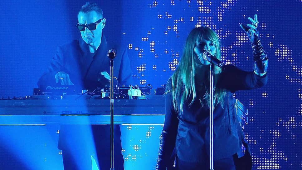 Лиле Мосс (справа) на концерте UNKLE достались самые ответственные партии