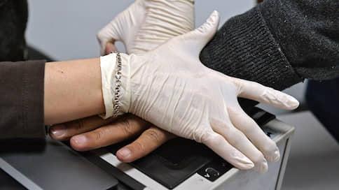 В погоне за дешевой папиллярностью  / Сотрудники негосударственного университета собирают отпечатки пальцев детей для своих исследований