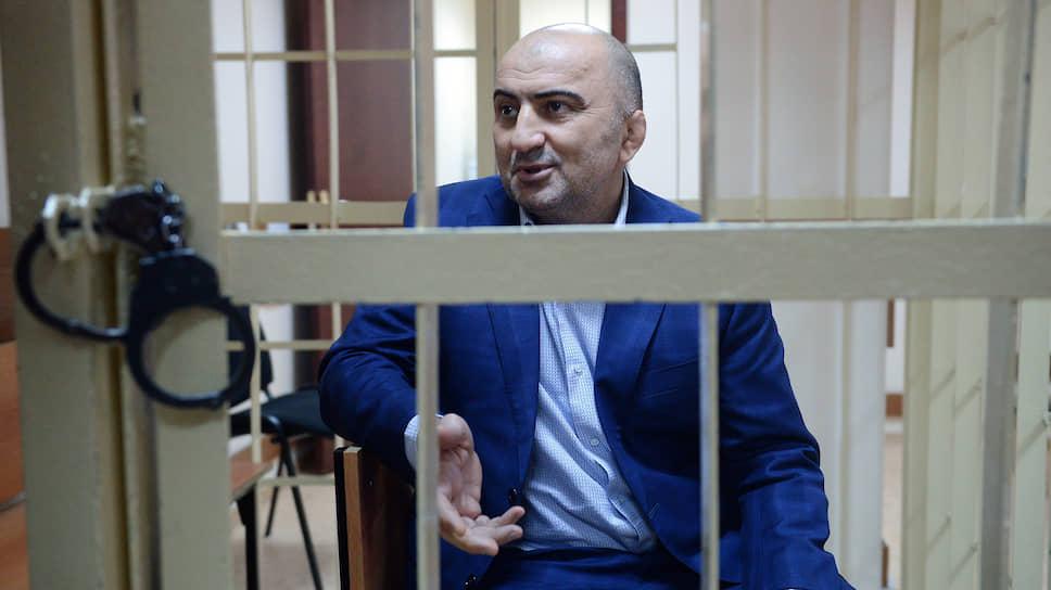 По версии Магомеда Хизриева и его защиты, полковнику платить было не за что, потому что он не входил в кадровый резерв