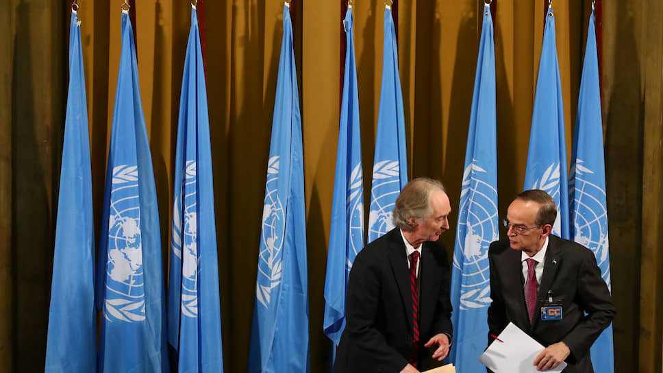 Спецпосланник генсека ООН по Сирии Гейр Педерсен (слева) и  глава делегации сирийской оппозиции в Конституционном комитете Хади аль-Бахра