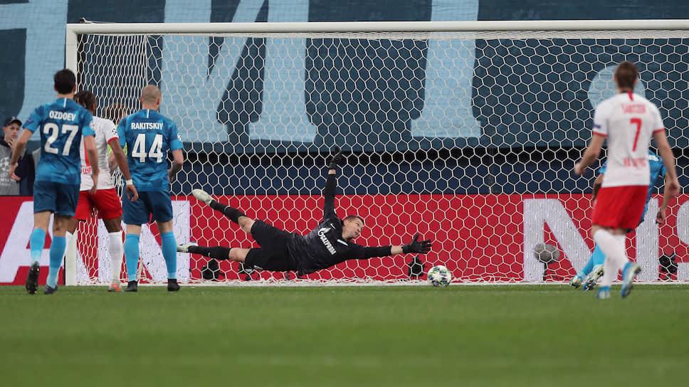 Снова проиграв «Лейпцигу», «Зенит» (в синей форме) оказался в очень сложной с точки зрения борьбы за выход в play-off Лиги чемпионов ситуации