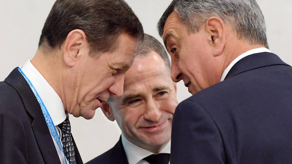 Члены российской делегации (слева направо: Александр Жуков, Михаил Бабич, Сергей Меняйло) были в Омске едины, по крайне мере композиционно
