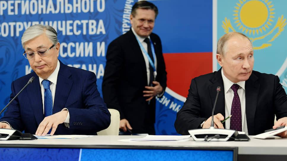 Глава «Росатома» Алексей Лихачев, кажется, попал в кадр случайно
