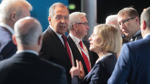 Сергей Лавров дал руку Москвы на отсечение  / Глава МИД РФ в Париже призвал не изобретать из России мирового полицейского