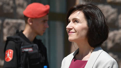 Молдавия сделала отставку на Россию / Увольнение премьера может привести к конфликту с Западом