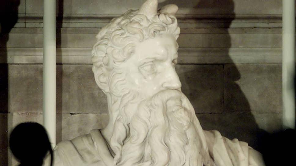 В фильме показана долгая работа мастера над одной-единственной скульптурой — «Моисеем»