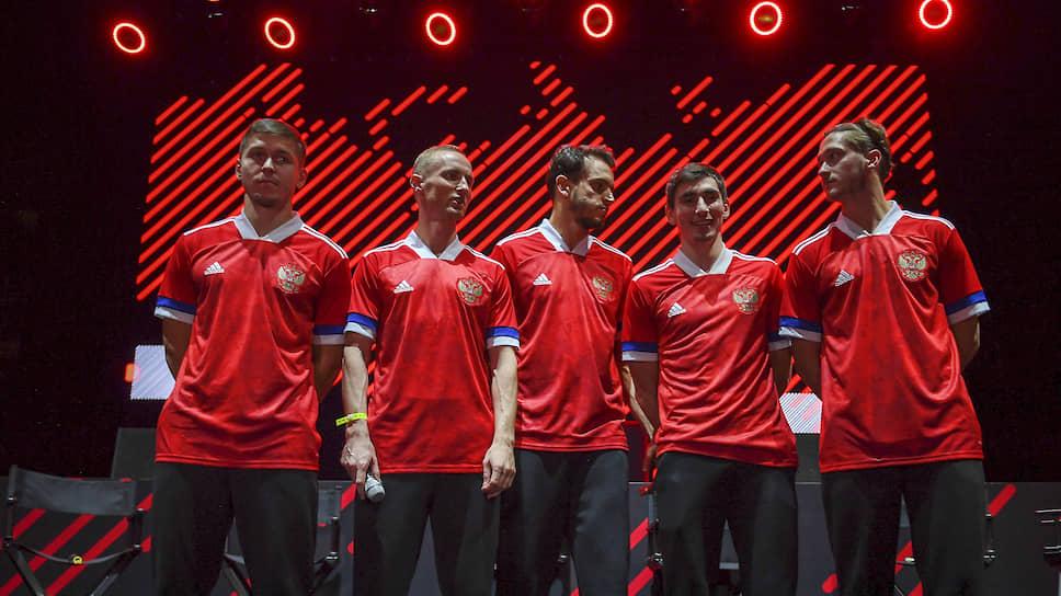 На презентации новой формы футболистов сборной России она устроила