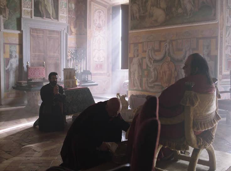 Экранный Микеланджело готов при случае унижаться перед великими мира сего, хотя презирает их