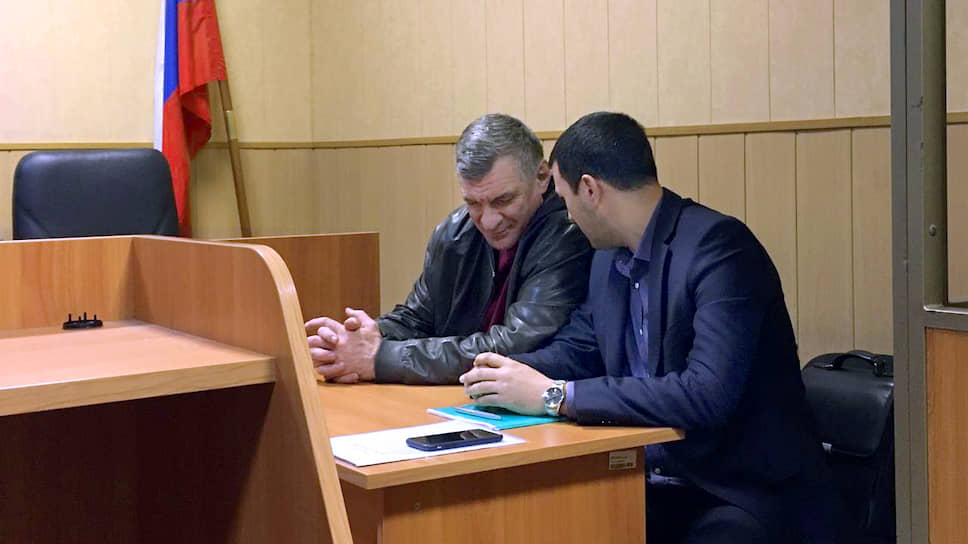 Глава ростовского ГУ ФСИН Муслим Даххаев (слева)