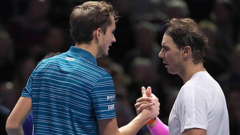 Конфискация преимущества  / Даниил Медведев одарил победой Рафаэля Надаля на итоговом турнире ATP