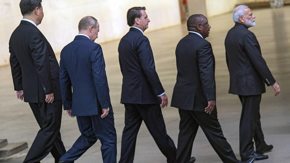 Лидеры стран БРИКС в этот день не разлучались