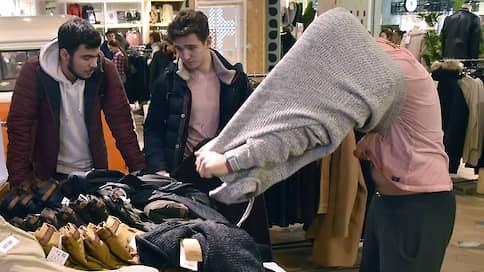 Оставь одежду всяк туда входящий  / Fashion-ритейлеры теряют трафик