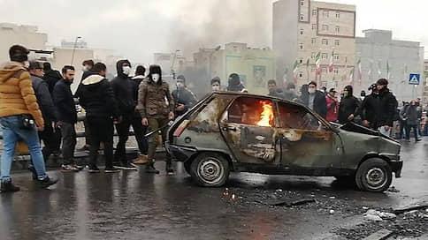 Иран загорелся от бензина  / Протесты охватили почти всю страну