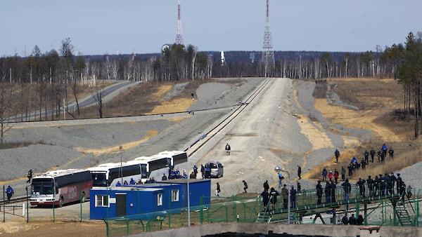 C Восточного запустили новые дела  / Расследуется хищение 250млн рублей при строительстве стартового комплекса