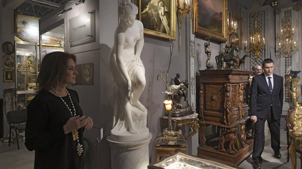 Экспозиции галерей берут скорее разнообразием и нарядностью, чем элегантностью дизайна