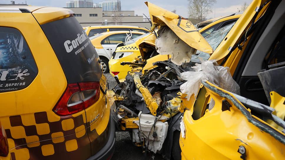 Неверный выбор дистанции и неправильные перестроения — одни из самых распространенных причин ДТП с такси