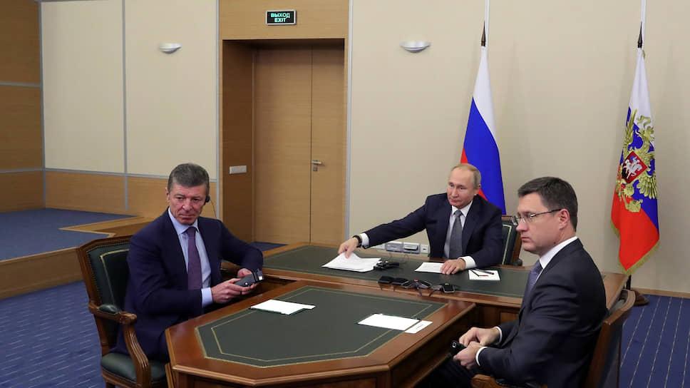 Владимир Путин на церемонии ограничился всего лишь двумя единомышленниками, но зато какими