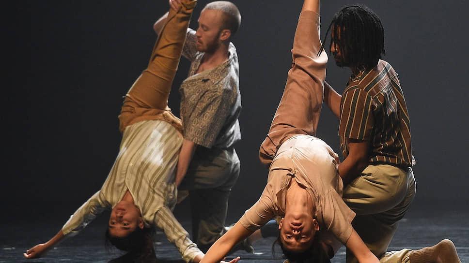 В адажио с «трупами» женщин сконцентрированы главные хореографические достоинства «Большого финала»