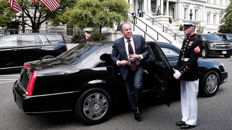 Сергей Лавров собирается снова посетить Белый дом и надеется, что на сей раз никакого скандала не будет. В прошлый раз президента США обвинили в том, что он выдал главе МИД России государственную тайну