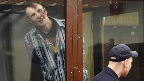 Срок постучался в окно автозака // Эдуард Малышевский приговорен к трем годам колонии за выбитое стекло полицейского автобуса