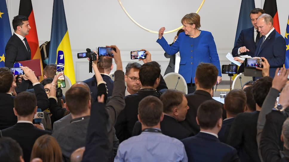После пресс-конференции Владимир Зеленский вдруг оказался если не в изоляции, то в одиночестве, и даже Ангела Меркель сделала ему ручкой