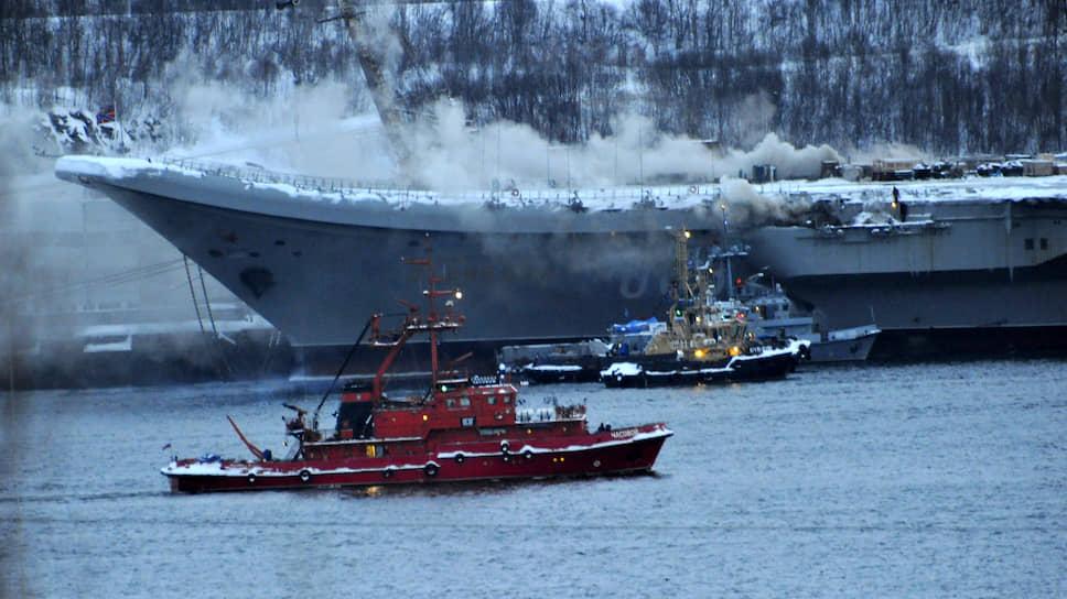 Тушение пожара на авианесущем крейсере заняло целый день