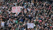 Алжир выбрал из пяти зол  / Избиратели проголосовали за кандидатов, ни один из которых не устраивает протестующих