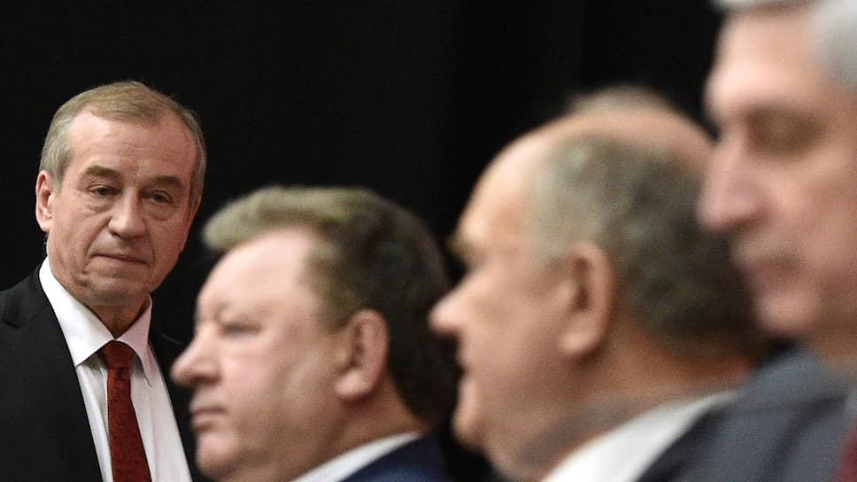 Уволены по чрезвычайному желанию / Сергей Левченко и Александр Левинталь открыли новый сезон ротации губернаторов