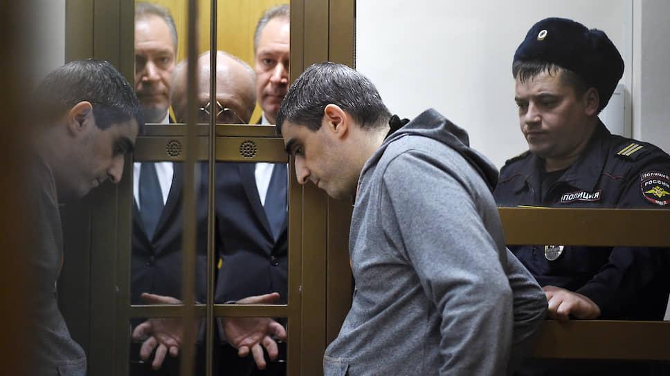 Сергей Хачатуров, которого следствие считает лидером преступной группы, свою вину категорически отрицает