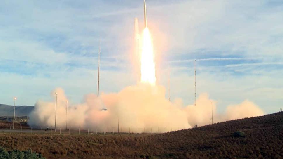 Запуск прототипа баллистической ракеты средней дальности в неядерной конфигурации, осуществленный с базы ВВС Ванденберг, стал уже вторым американским испытанием вооружений, которые запрещал иметь договор РСМД