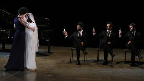 Волшебная странна  / Джулия Баллок в спектакле Кэти Митчелл
