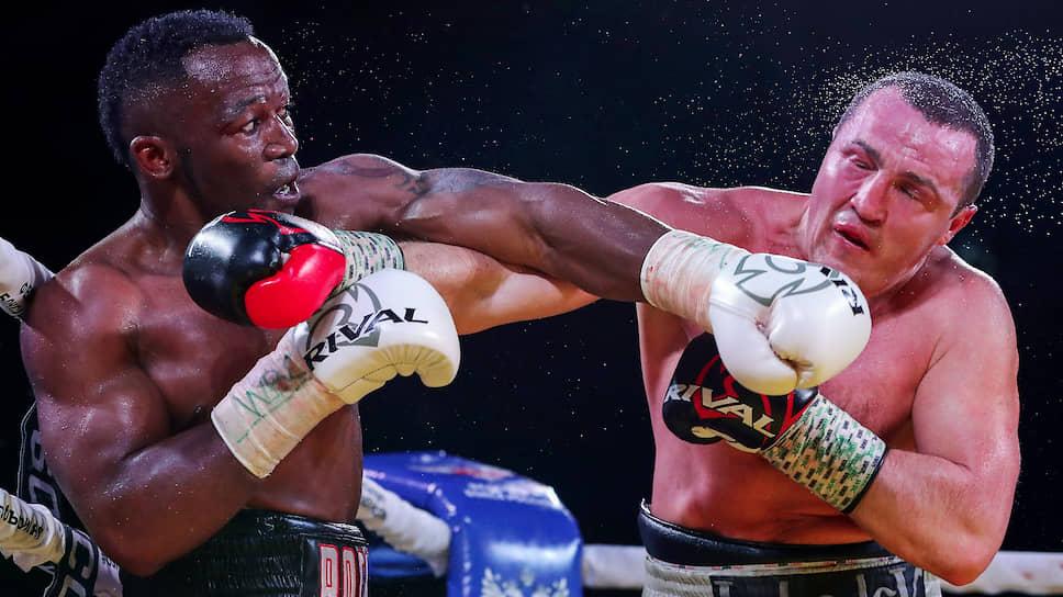 Бой против Табисо Мчуну (слева) стал, скорее всего, последним в карьере Дениса Лебедева
