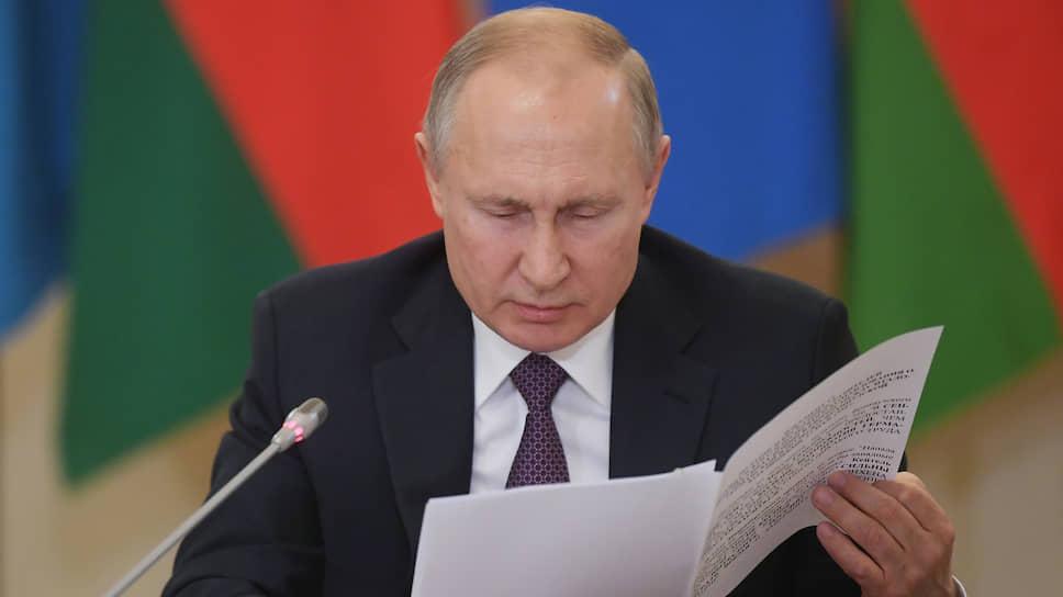 Владимир Путин зачитывал архивные документы с необыкновенным даже для себя выражением
