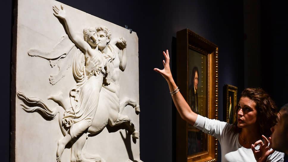 Пластический дар Кановы и Торвальдсена неожиданно вынес скульптуру на первое место среди изящных искусств