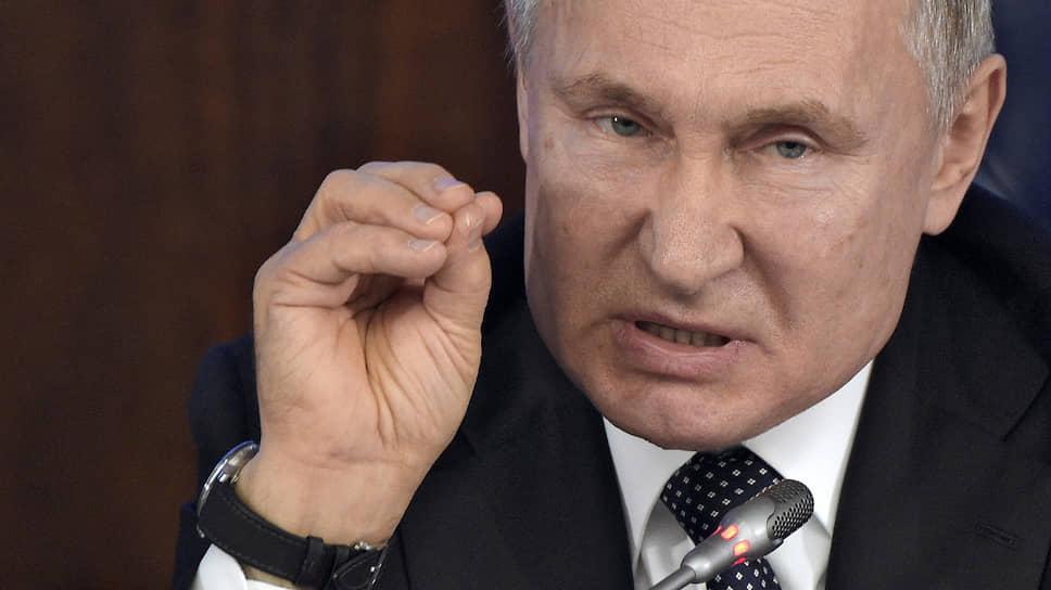 На встрече с руководством Министерства обороны главнокомандующий развивал наступление на Польшу, начатое три дня назад в Петербурге