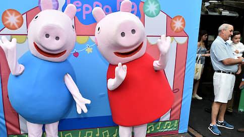 Свинка Пеппа разобрала двойника  / Владелец персонажа взыскал компенсацию с российского производителя