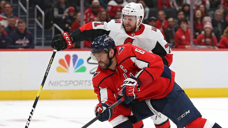 Александр Овечкин (на переднем плане) вплотную приблизился к десятке лучших снайперов в истории НХЛ