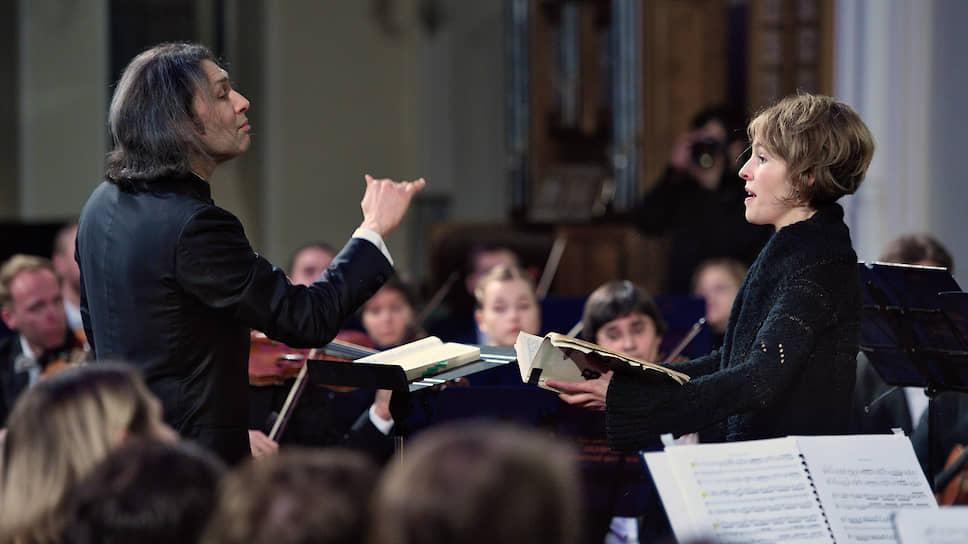 Владимир Юровский (слева) старался придать концертам с участием Верены Уземан (справа) старинную одухотворенность