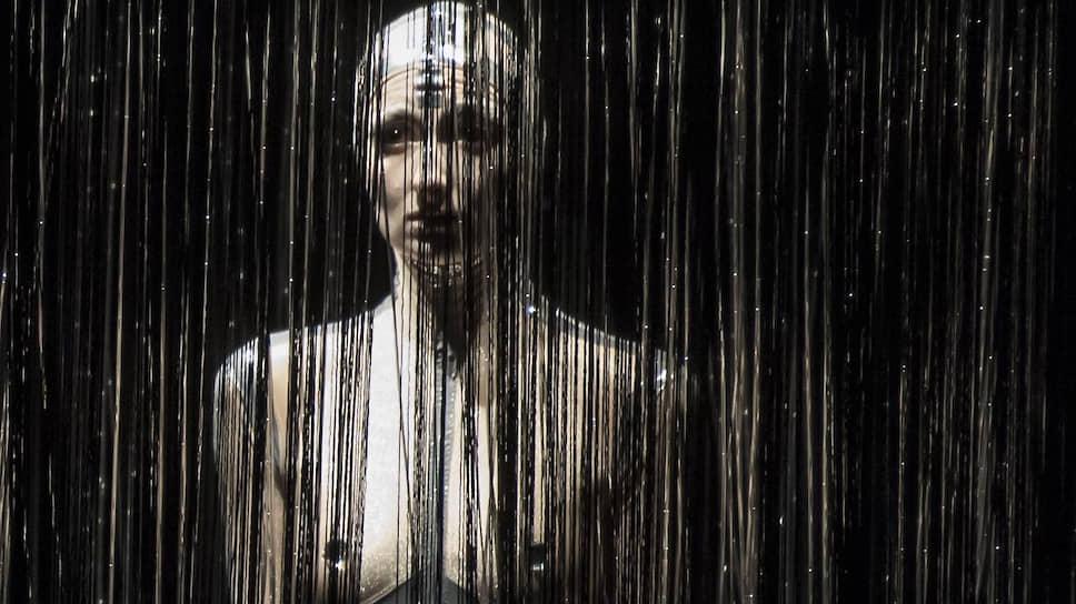 Лу Бен в роли Искусственного Разума выглядит сверхъестественной балериной