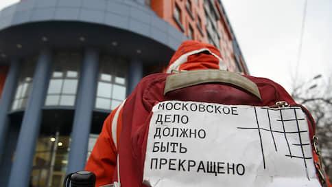 Протестному шествию помешало гуляние  / На пути марша в защиту фигурантов громких дел оказалось «Путешествие в Рождество»