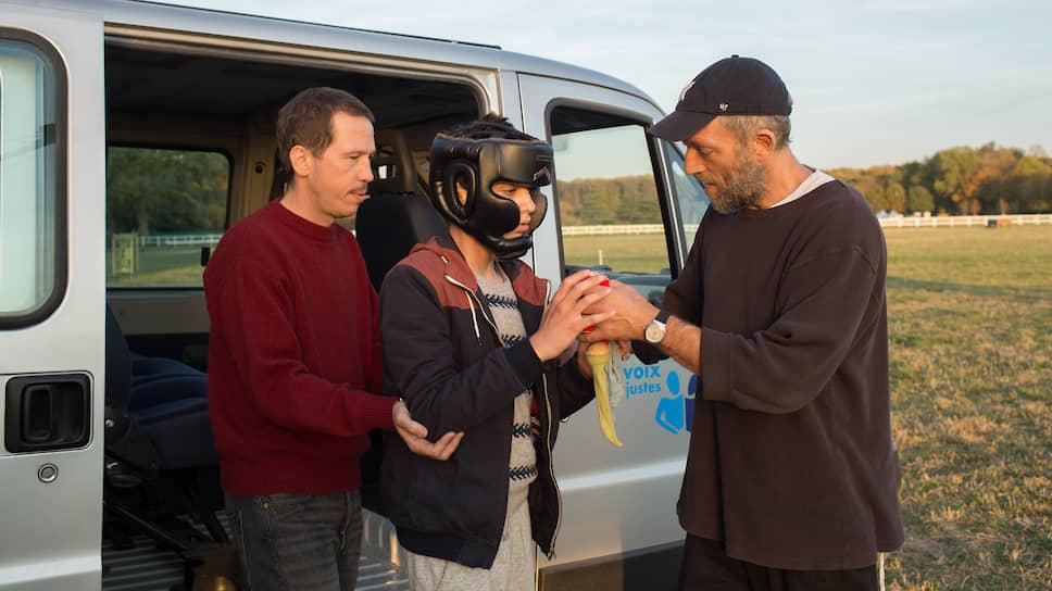 Только Венсан Кассель (справа) в одной из главных ролей не дает спутать «Особенных» с документальным фильмом