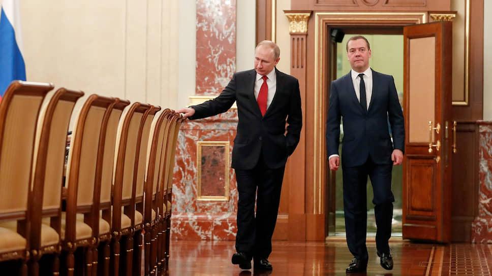 В неожиданный конституционный поворот, предпринятый президентом Владимиром Путиным, премьер-министр Дмитрий Медведев себя не вписал