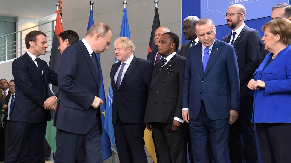 Владимир Путин зря искал табличку со своим именем: и так осталось только одно свободное место