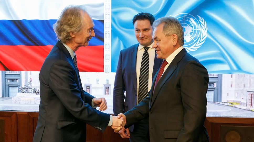 Министр Обороны Сергей Шойгу (справа) и спецпосланник генерального секретаря ООН по Сирии Гейр Педерсен