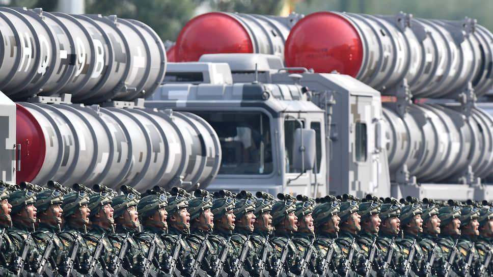 Китай не стесняется демонстрировать мощь своего военно-промышленного комплекса в том числе во время торжественных парадов