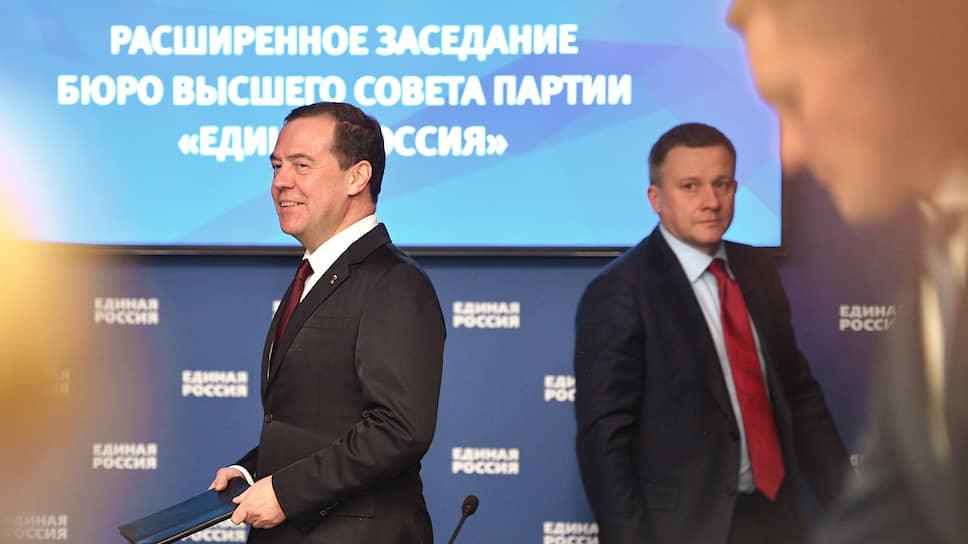 Зампред Совбеза Дмитрий Медведев приехал на бюро Высшего совета «Единой России» в таком же хорошем настроении, в каком это делал председатель правительства